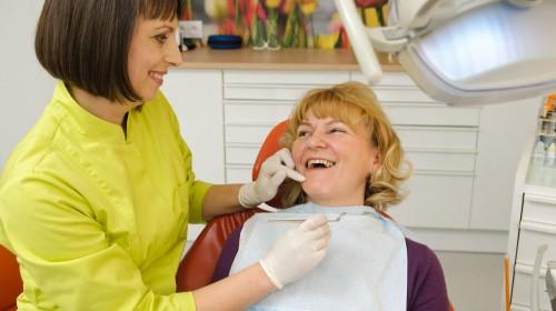 Czyszczenie i piaskowanie zębów