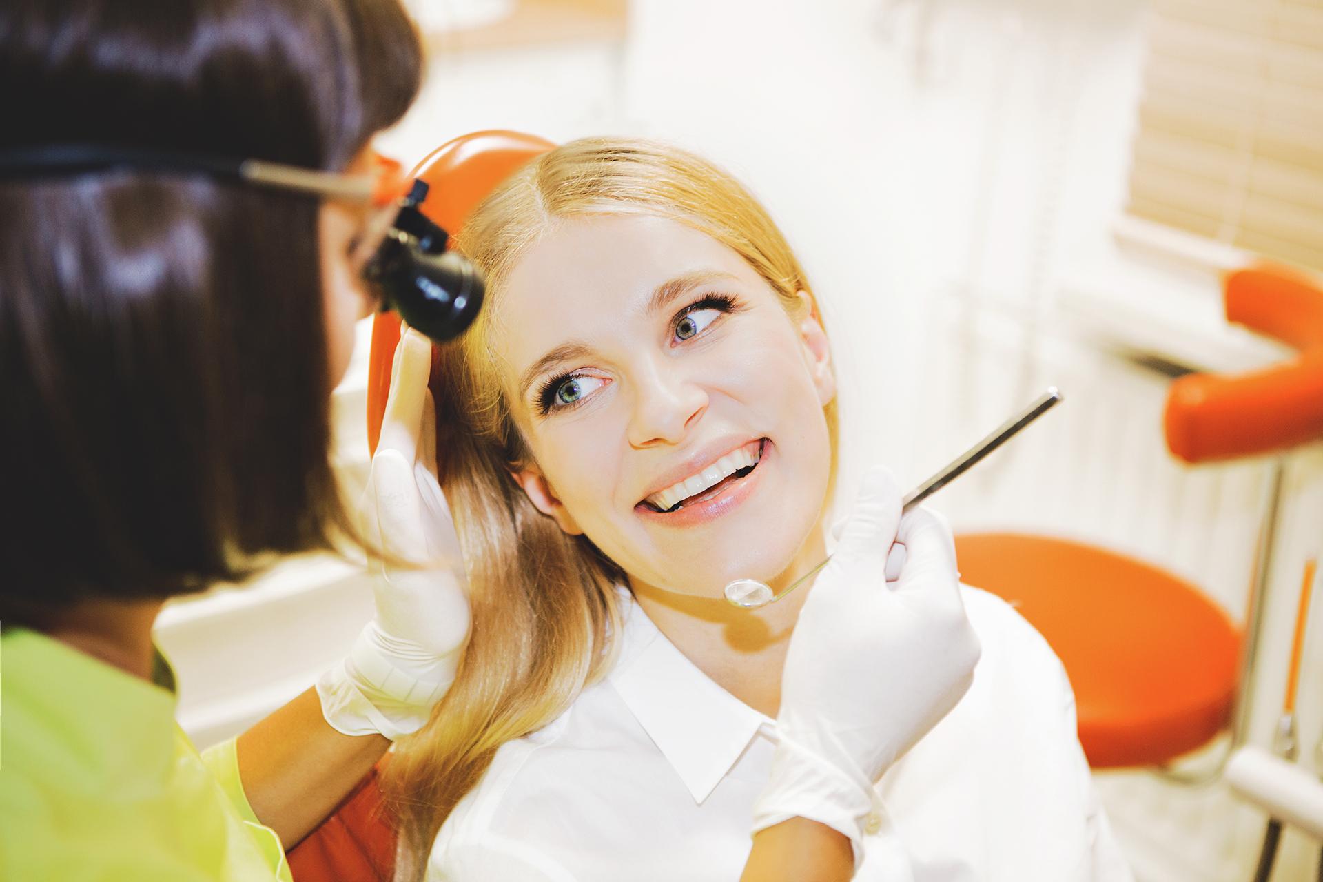 Z Twoim uśmiechem świat jest piękniejszy – zadbaj o niego z Best Dent
